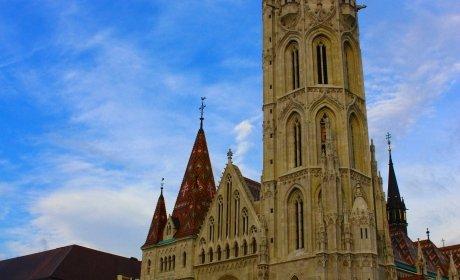 piazza della Santissima Trinità e la Chiesa di Mattia