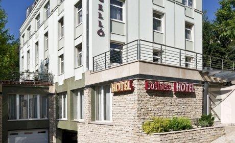 Jagello Hotel a MOM Kulturális Központtal szemben