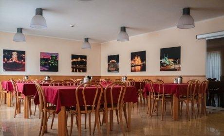 sala de colazione al buffet Budapest Jagello Hotel