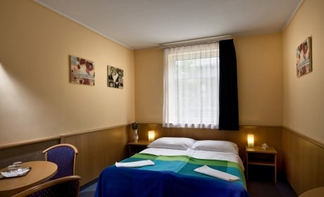 modern, air-conditioned, comfortably furnished rooms