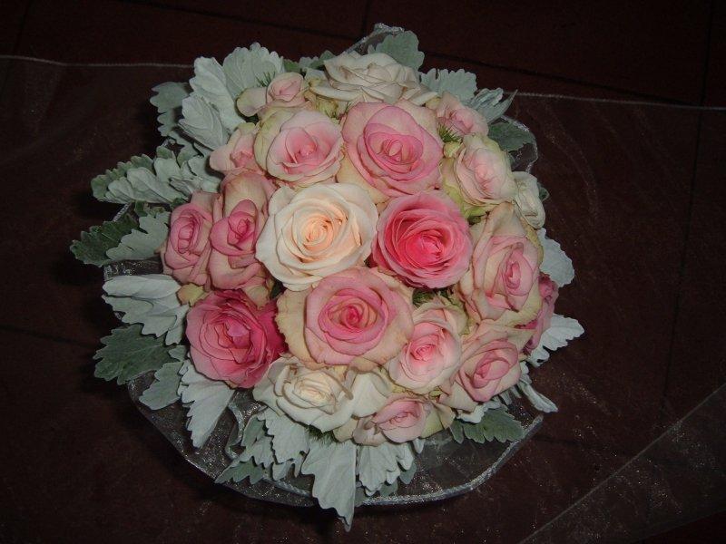 9d74a11868 ... Menyasszonyi csokor rózsaszín rózsákból ...