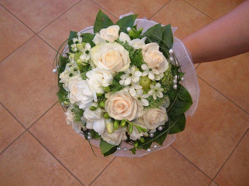 0401e4eb41 Nyújtott menyasszonyi csokor Nyújtott menyasszonyi csokor Bieder  menyasszonyi csokor ...