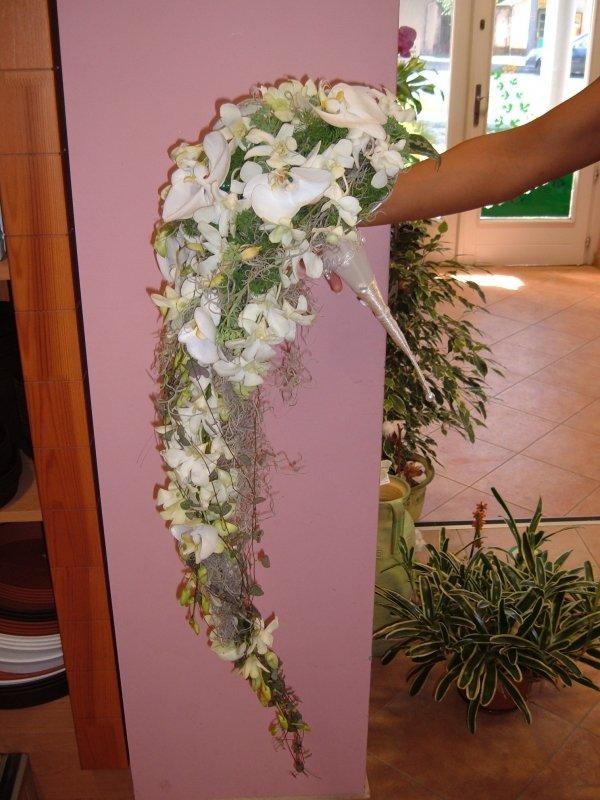 57b3068b53 Nyújtott menyasszonyi csokor Nyújtott menyasszonyi csokor ...