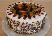 Édenkert torta  (piskótaalap eperkrémmel, túrókrémmel töltve, friss gyümölcsökkel díszítve)