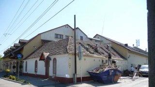 Bontjuk az utolsó vályogból készült épületrészt 2011-ben