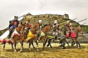 Történelmi Lovasjátékok Középkori Lakomák