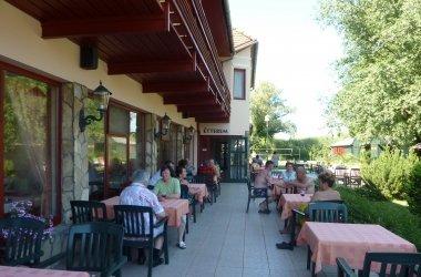 Zsanett Hotel Étterem terasza