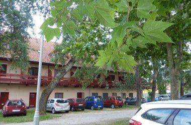 """Zsanett Hotel Parkoló """"B"""""""