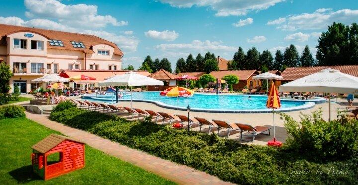 Pünkösd az Aqua-Spa**** Konferencia és Wellness Hotelben