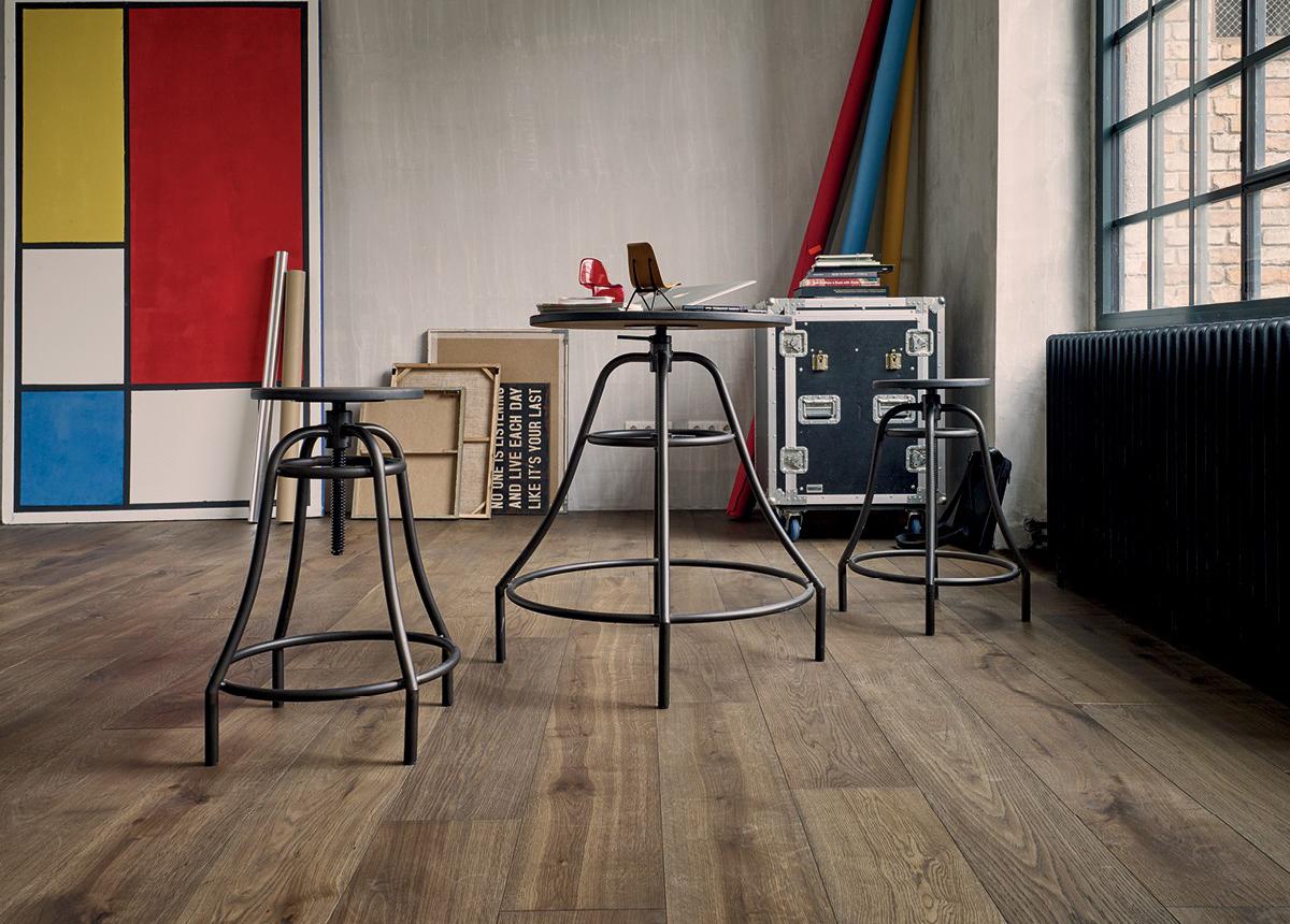 EDELHOLZ straight planks in an industrial environment