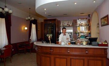 Erzyébet bár