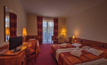 Erzsebet Park Hotel-Zsuzsanna-szarny ketagyas szoba 2