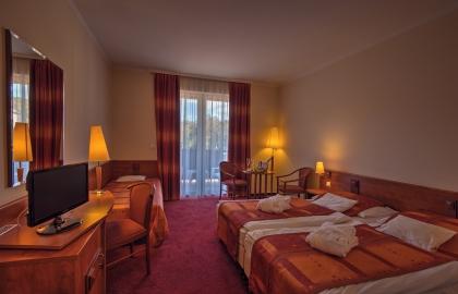 Erzsébet Park Hotel - Zsuzsanna-szárnyi kétágyas, pótágyas szoba