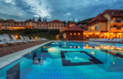 Erzsébet Park Hotel - Kültéri medence este