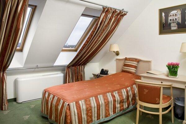 Egyágyas szoba a négycsillagos épületben
