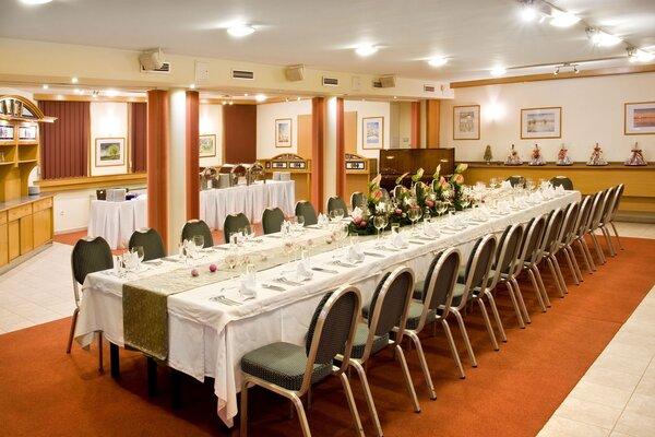 Kamillus konferencia terem