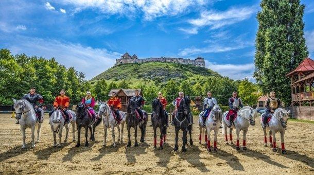 Történelmi lovasjátékok