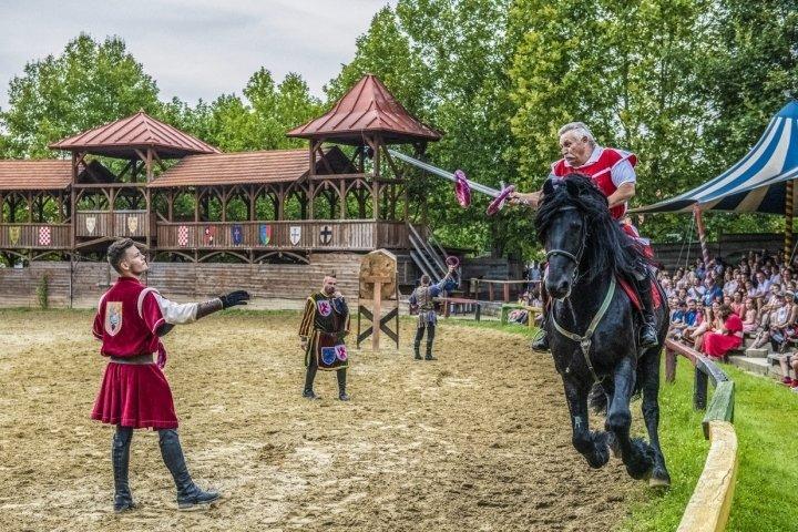 Délelőtti lovagi torna időpontok