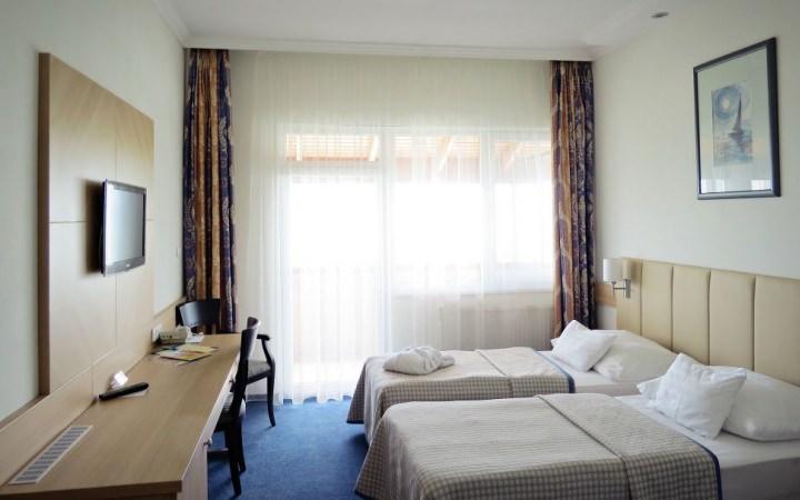 Erkélyes kétágyas szoba a Hotel Marina-Portban