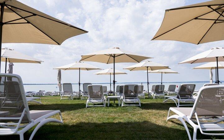Strand a Hotel Marina-Portban