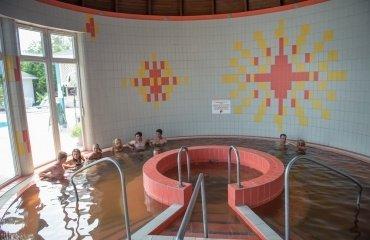 Főépület- Termál-gyógyvizes medence