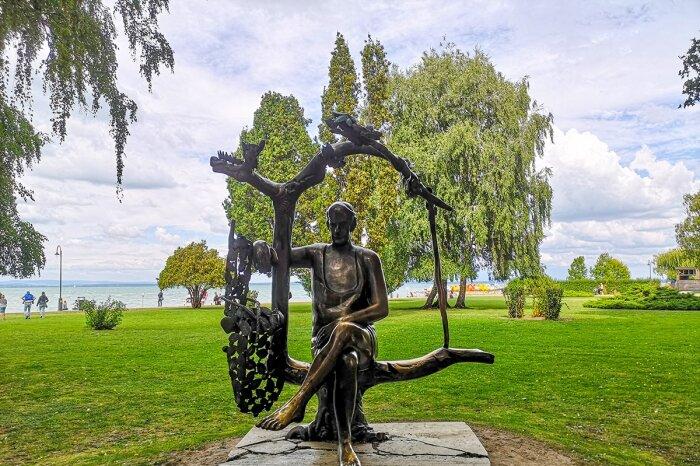 Karinthy Frigyes szobor a Balaton parton
