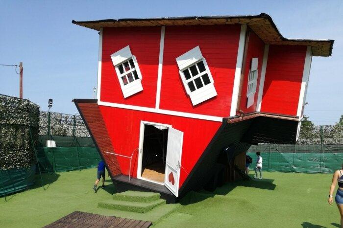 Reverse house