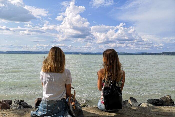 Ücsörgés a Balaton partján