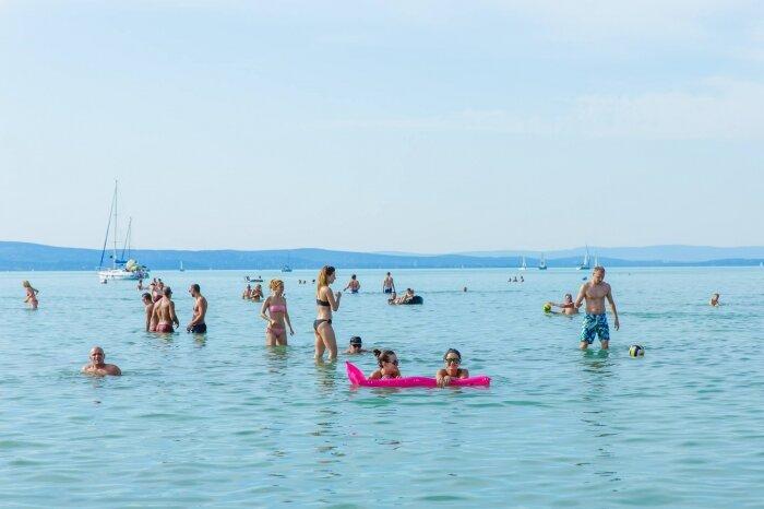 Strandolás a Balatonon