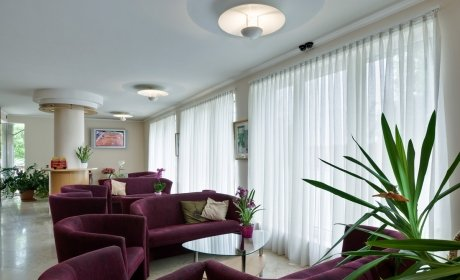 Jagello Hotel lobby LED televízióval