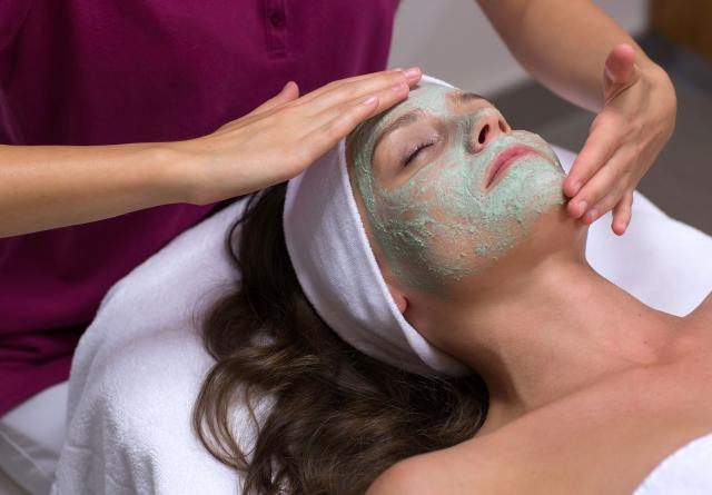 Gesichtsbehandlungen - Hanami Beauty & Spa