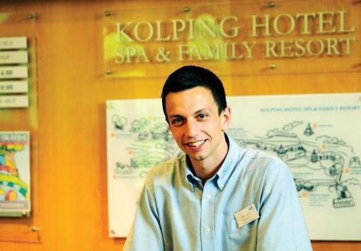 Der Rezeptionist des Kolping Hotels unter den besten des Landes – László Düh
