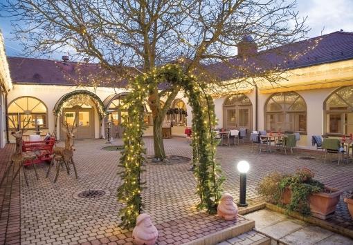 Рождественский двор в отеле Колпинг!