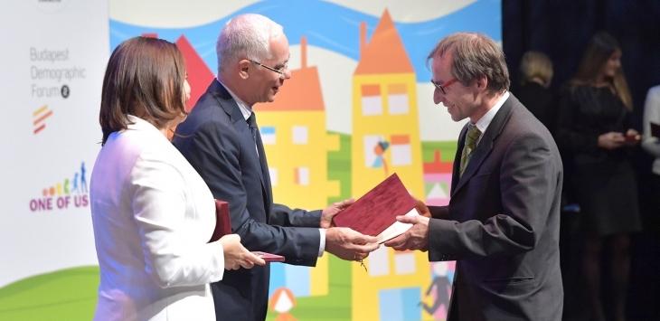 German co-manager of Kolping Hotel Werner Moritz received the ProFamiliis award