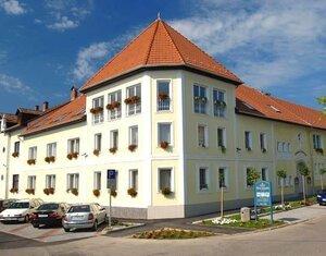 Hotel korona, Eger