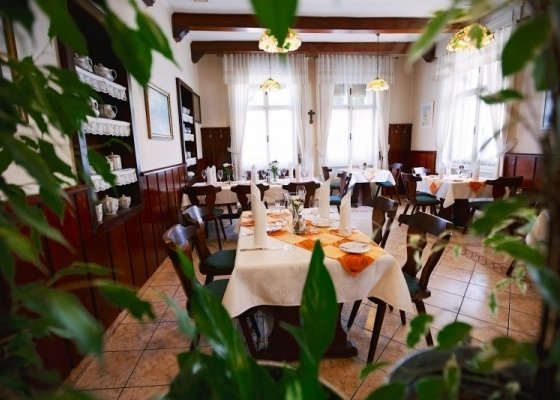 Restaurant to the Old Wine Press