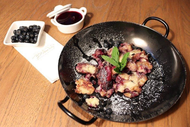 Kékáfonyás császármorzsa recept