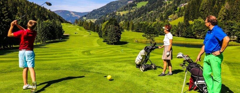 Pihenés golfozással egybekötve