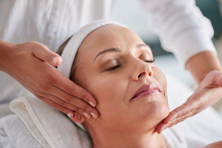 Face, neck and décolleté massage