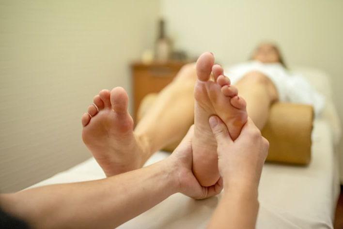 Рефлексный массаж ступней