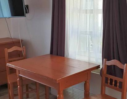 Kétágyas szoba hagyományos bútorokkal
