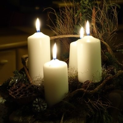 Advent candle lighting with music
