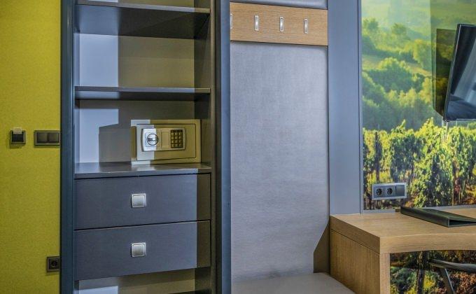 Villa Cuvée Egerszalók - Fehérbor tematikájú szoba belső