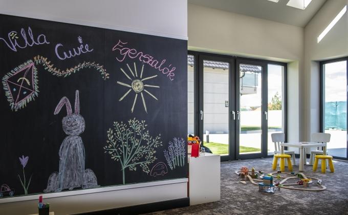 Villa Cuvée Egerszalók - indoor playhouse, chalkboard