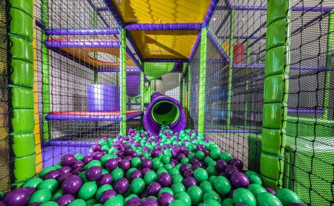Villa Cuvée Egerszalók - indoor playhouse, S-tube slide with ball ocean