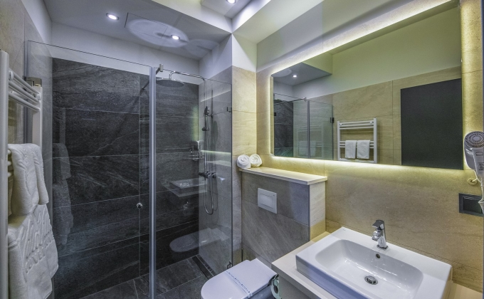 Villa Cuvée Egerszalók - Bathroom with shower