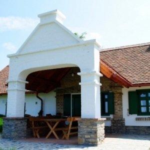 Altes Haus mit Keller