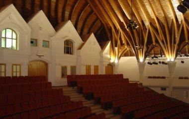 Makovecz Imre által tervezett színház Lendván