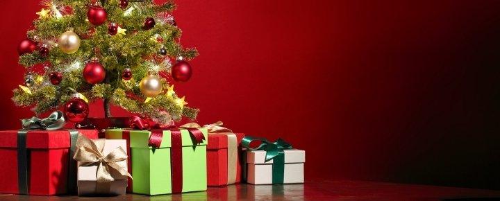 Közös karácsonyfa díszítés