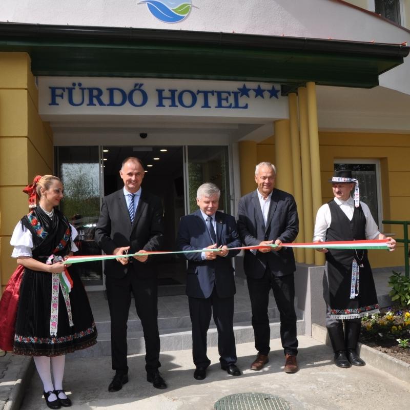 Átadták a megújult Fürdő Hotelt